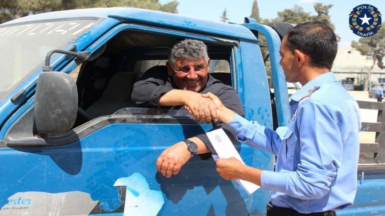 مديرية المرور في مدينة منبج تتمكن من إعادة سيارة مسروقة لصاحبها.